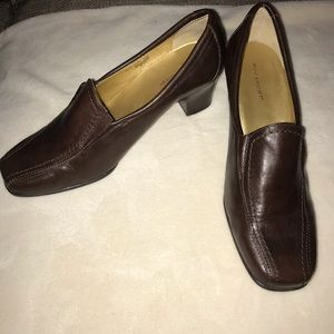 Rockport Leather Heeled Slip on loafers Size 7.5W.